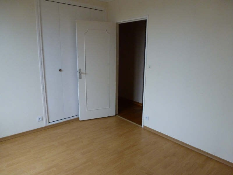 Location appartement Maurepas 1 072€ CC - Photo 5