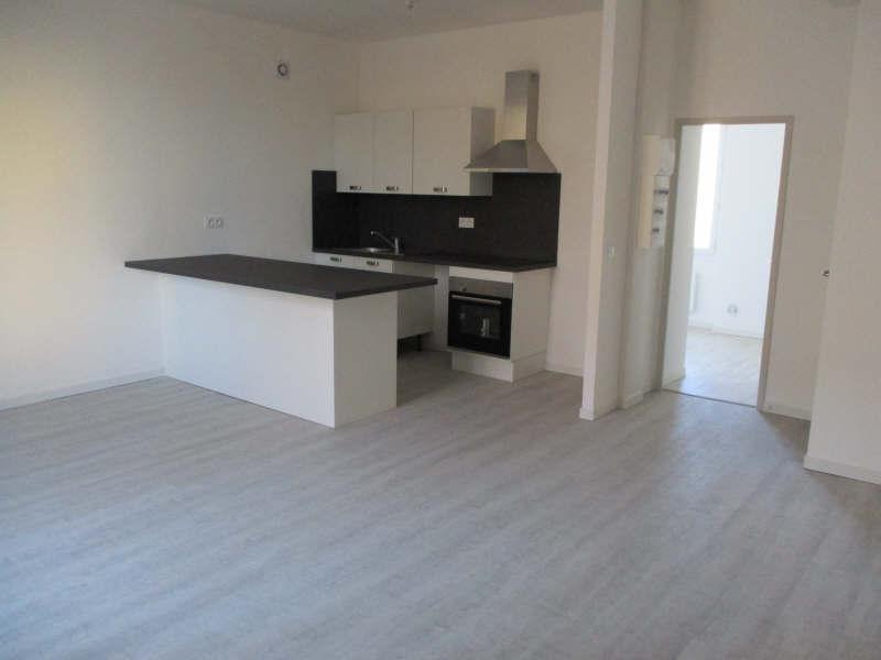 Rental apartment Salon de provence 860€ CC - Picture 1
