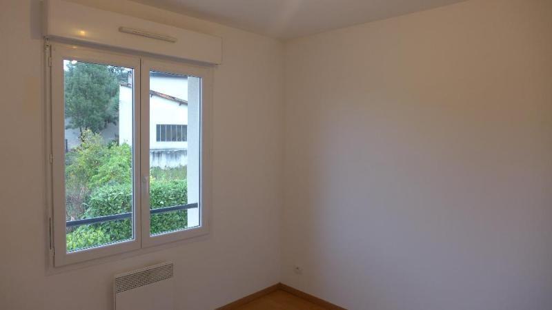 Location appartement Fleurieu 1103€ CC - Photo 8