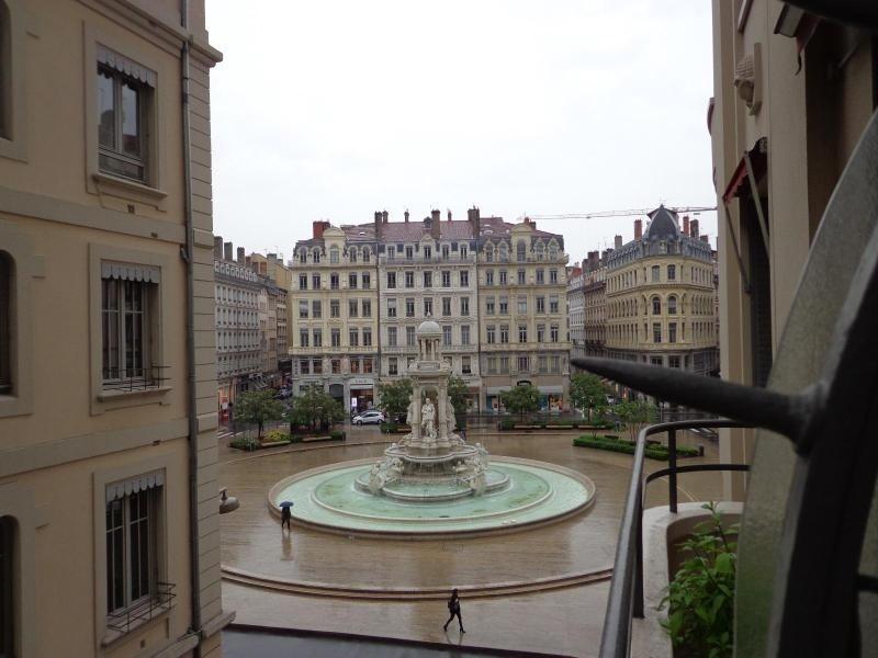 Location appartement Lyon 2ème 816€ CC - Photo 7