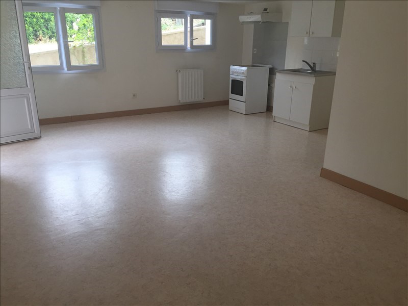 Location appartement Iteuil 428€ CC - Photo 2