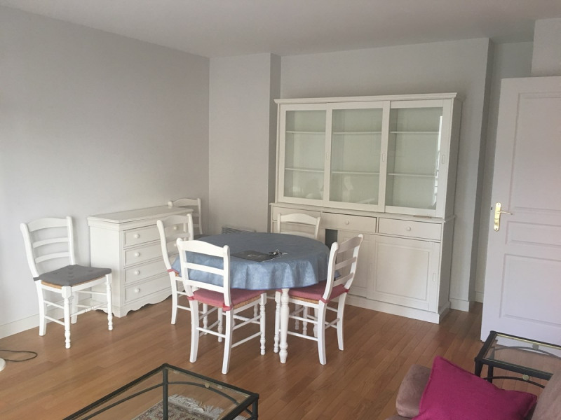 Rental apartment Courbevoie 1 090€ CC - Picture 2