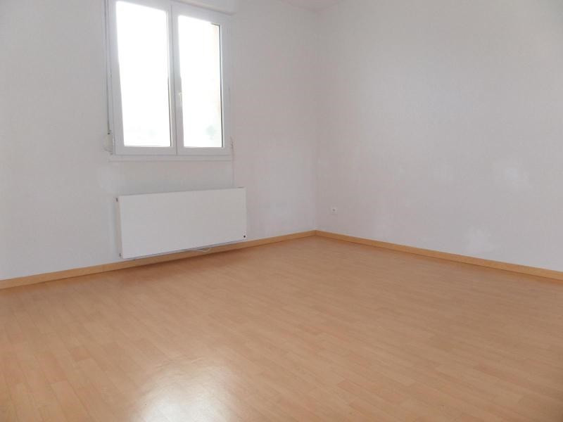 Location maison / villa St julien 896€ CC - Photo 6