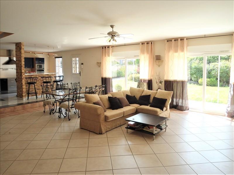 Sale house / villa Barjouville 390350€ - Picture 1
