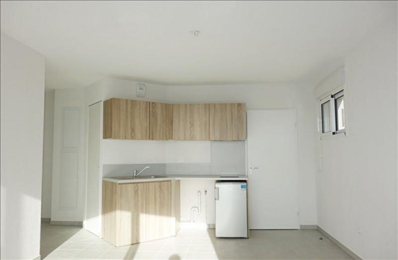 Rental apartment Londe les maures 693€ CC - Picture 5