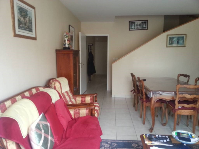 Location appartement Saint-berthevin 597€ CC - Photo 3