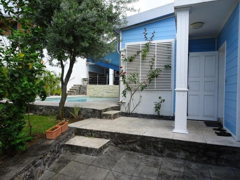 Deluxe sale house / villa La possession 570000€ - Picture 2