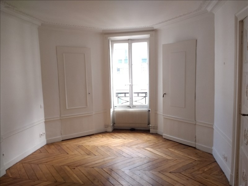 Rental apartment Paris 9ème 3 060€ CC - Picture 3