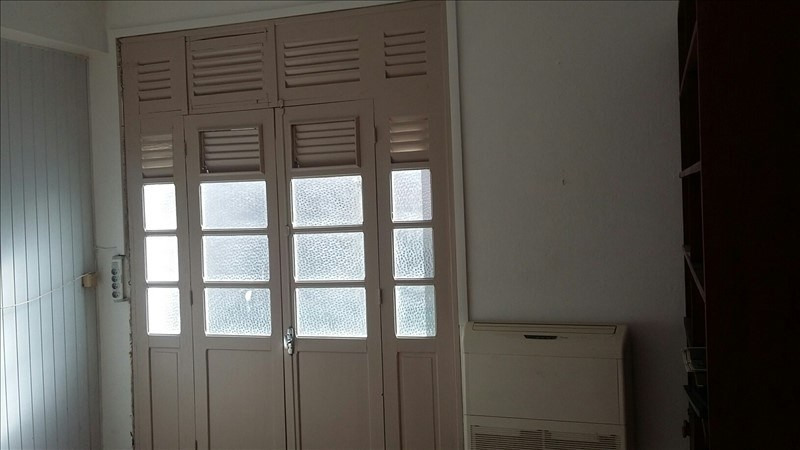 Rental apartment Basse terre 750€ +CH - Picture 4