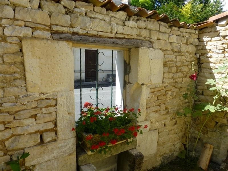 Sale house / villa Saint-jean-d'angély 48000€ - Picture 4