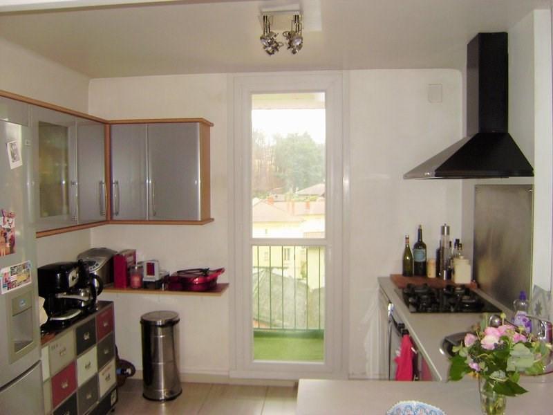Sale apartment Charbonnieres les bains 185000€ - Picture 2