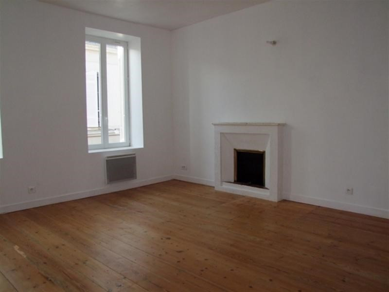 Rental apartment Saint-jean-d'angély 450€ CC - Picture 2