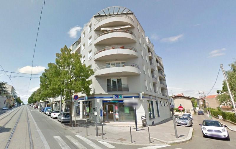 Rental apartment Bron 890€ CC - Picture 1
