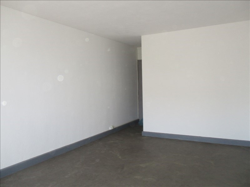 Location appartement Nimes 330€ CC - Photo 2