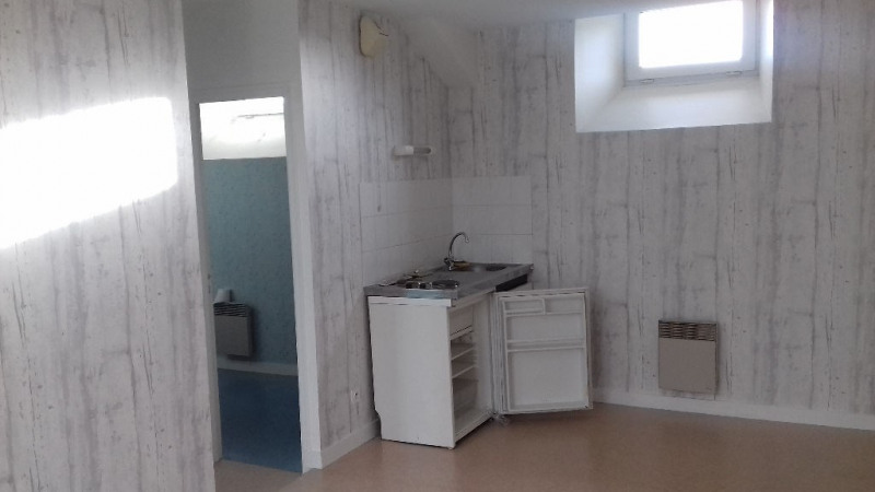 Rental apartment Laval 310€ CC - Picture 1