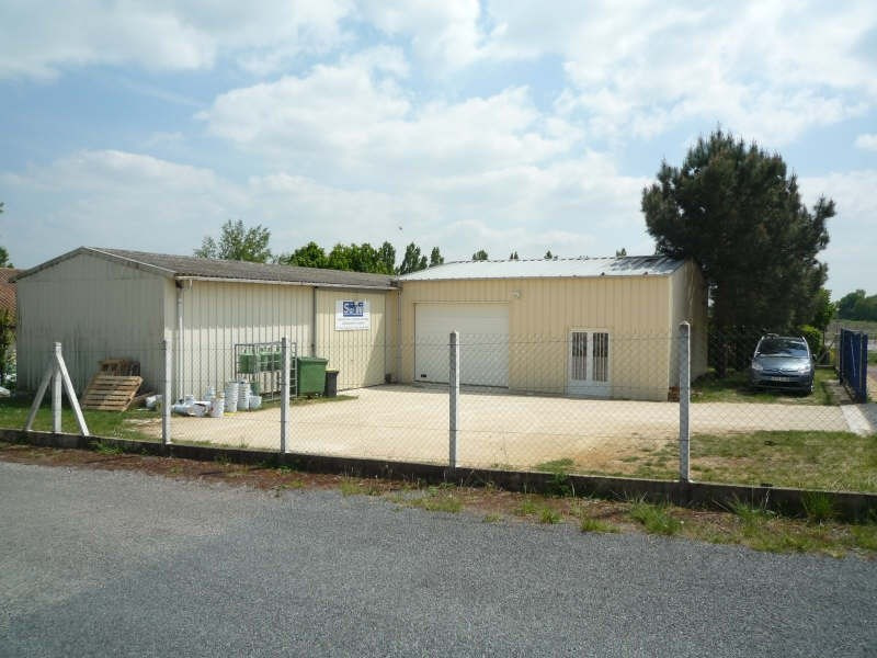 Location local commercial Smarves 690€+chHT -  2