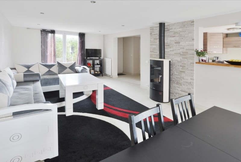 Sale house / villa Lesigny 330000€ - Picture 1