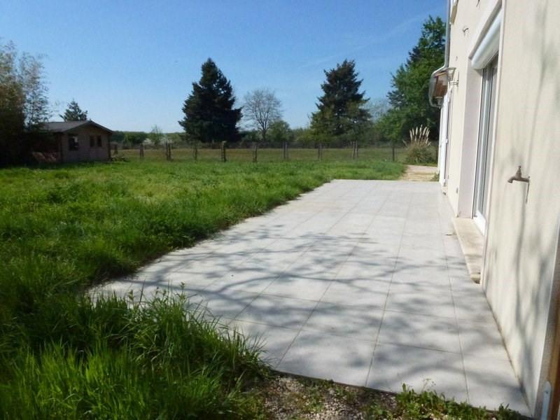 Location maison / villa Lapeyrouse mornay 850€ CC - Photo 5