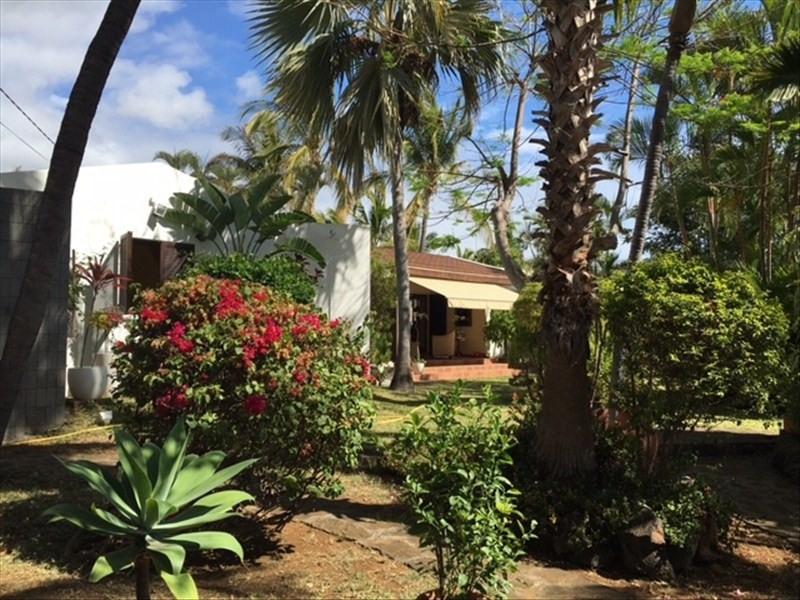Deluxe sale house / villa St gilles les bains 780000€ - Picture 1