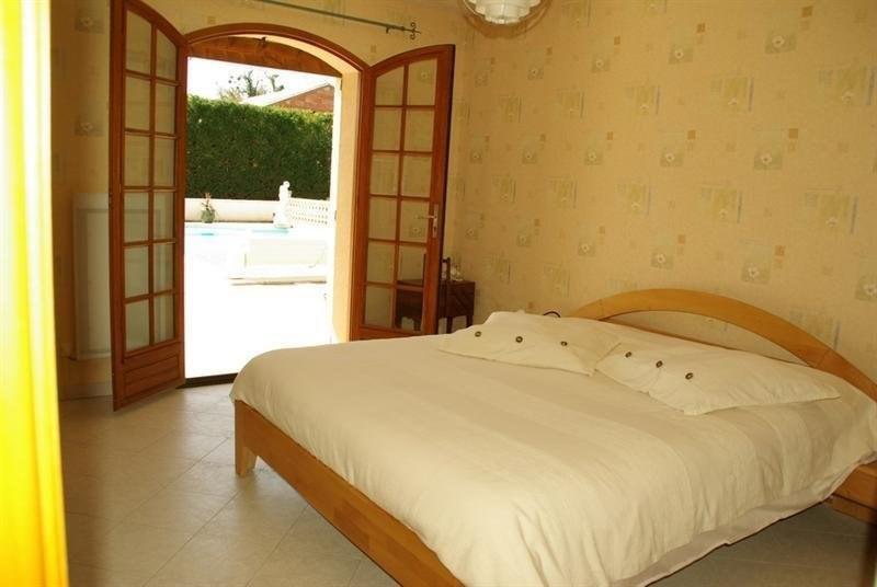 Sale house / villa Montlieu la garde 272000€ - Picture 5