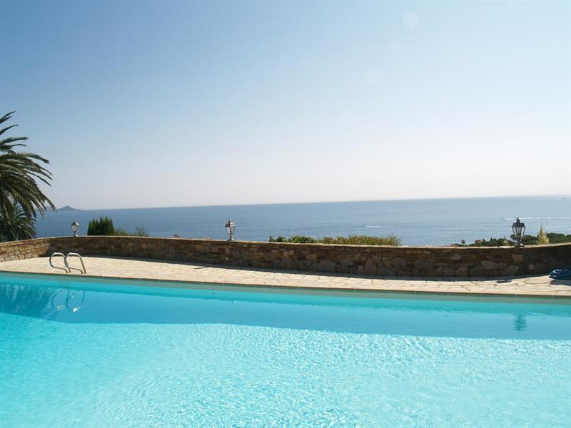 Sale house / villa Les issambres 1 780 000€ - Picture 1