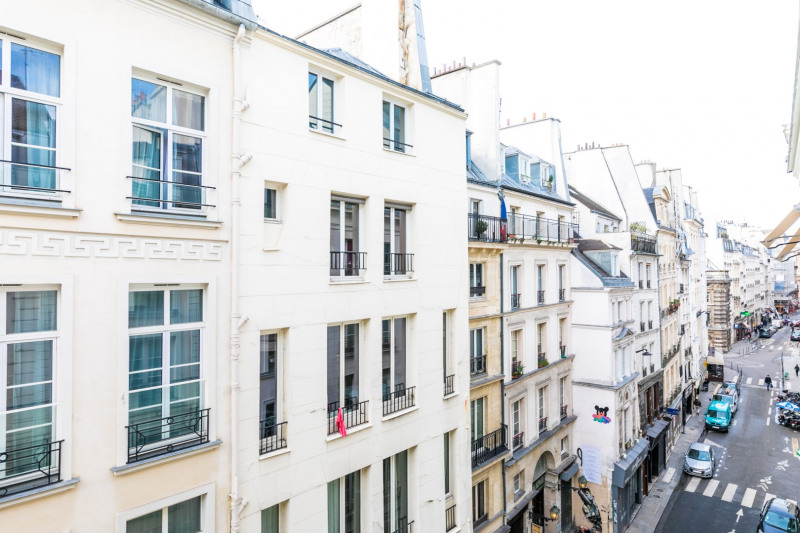 Sale apartment Paris 1er 330 000€ - Picture 3