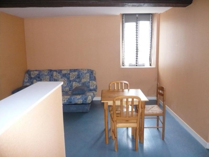 Rental apartment Laval 290€ CC - Picture 1