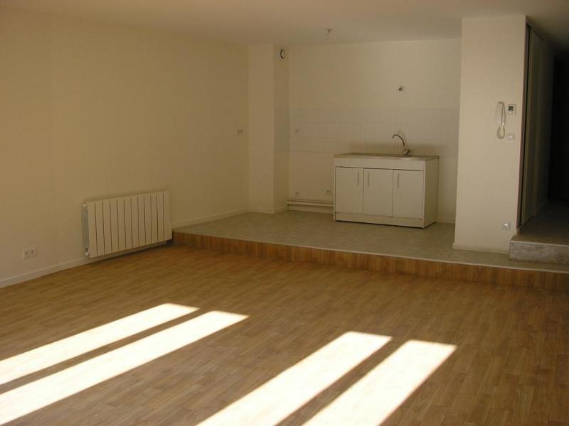 Rental apartment Nantua 479€ CC - Picture 1