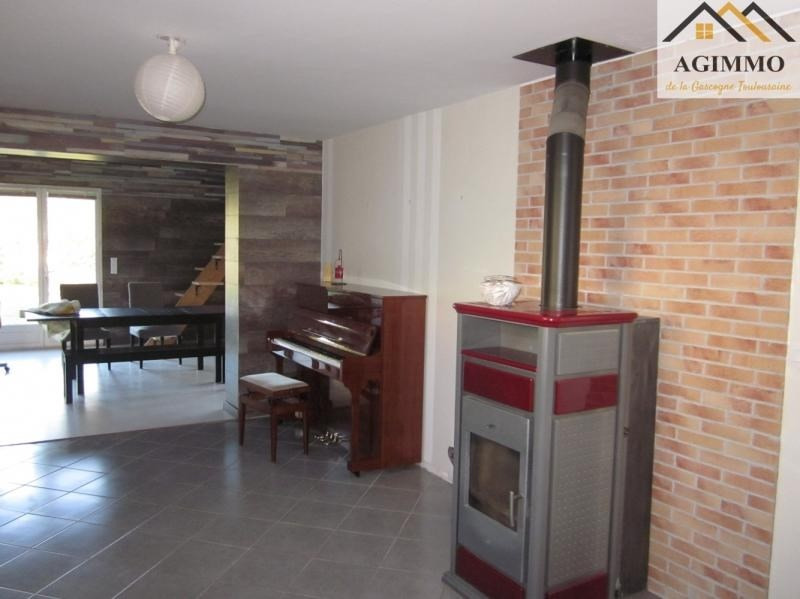 Sale house / villa L isle jourdain 332 800€ - Picture 2