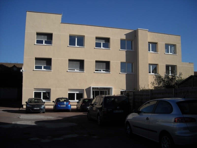 Rental office Le mesnil le roi 917€ CC - Picture 3