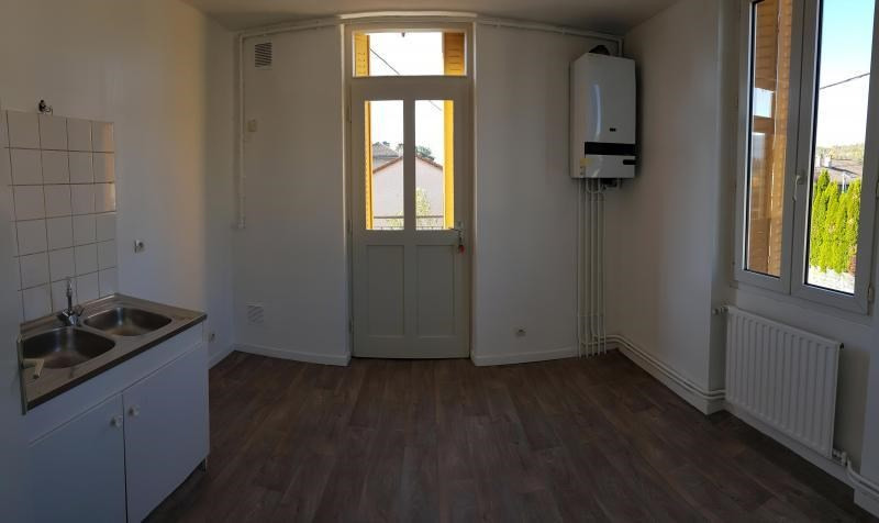 Rental apartment Oyonnax 380€ CC - Picture 3