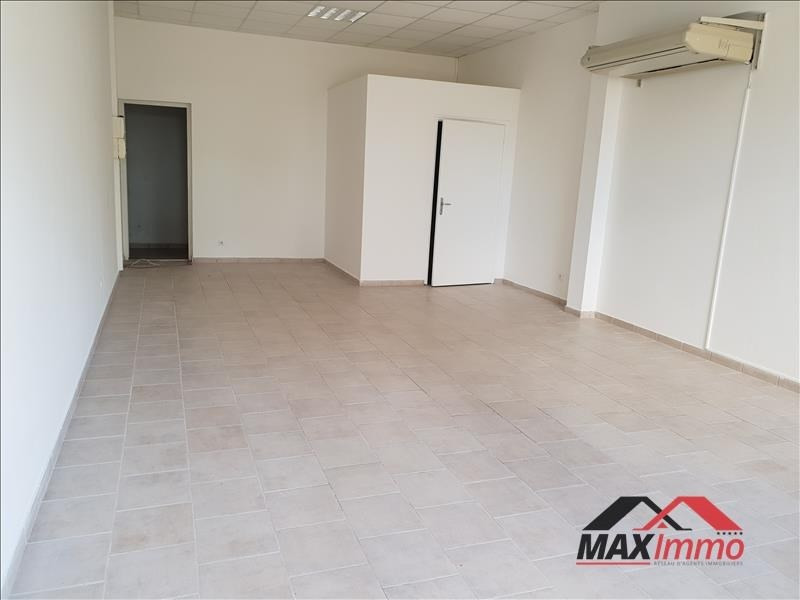 Location local commercial St joseph 750€ HT/HC - Photo 1