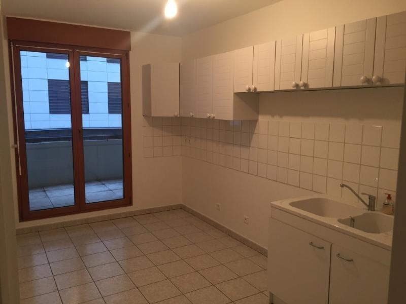Location appartement Bron 870€ CC - Photo 2