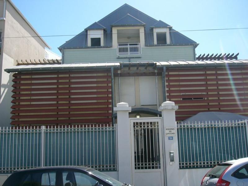 Location appartement St denis 721€ CC - Photo 1