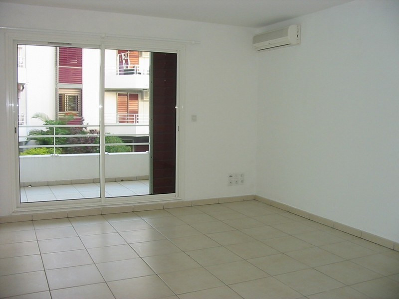 Location appartement St denis 397€ CC - Photo 3