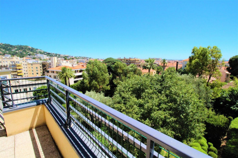 Deluxe sale apartment Cannes 839000€ - Picture 1