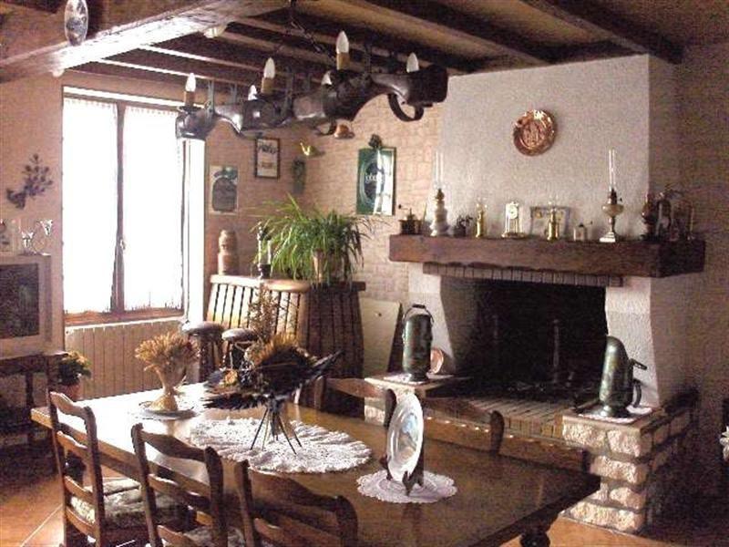 Sale house / villa Saint-porchaire 159000€ - Picture 2