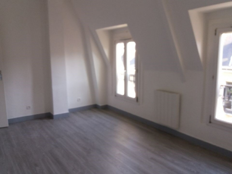 Location appartement Paris 6ème 1 325€ CC - Photo 2