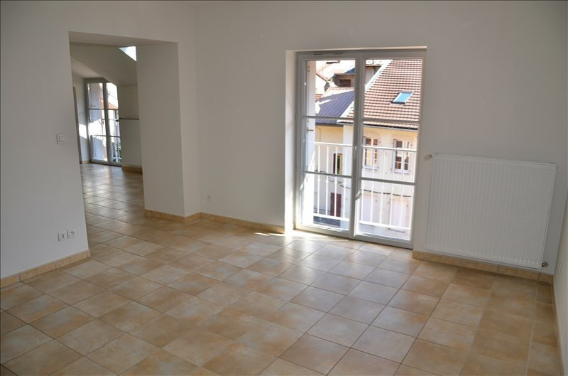 Location appartement Nantua 525€ CC - Photo 2