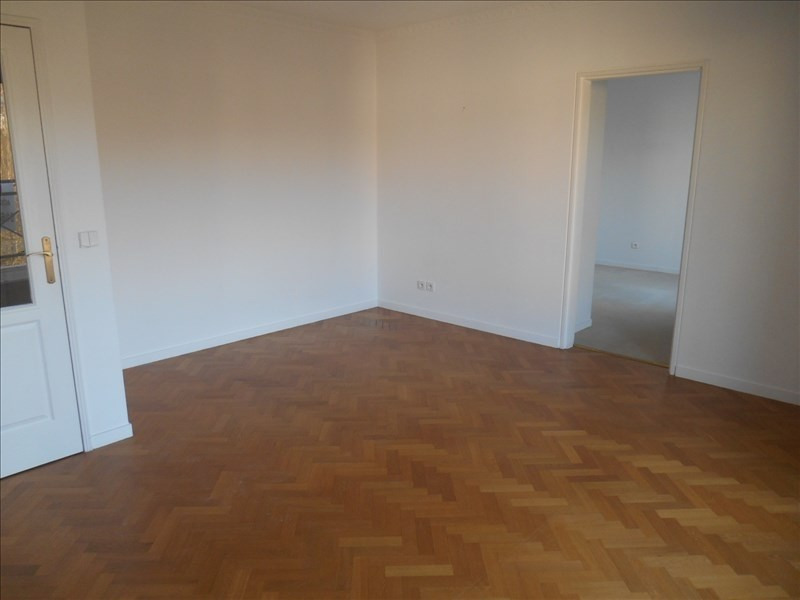 Location appartement Le plessis robinson 895€ CC - Photo 3