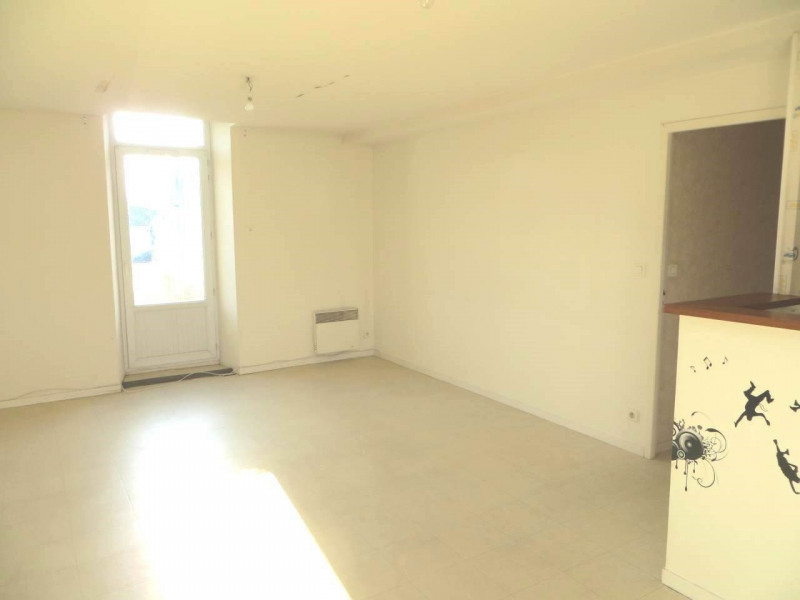 Rental apartment Saint-fort-sur-le-né 360€ CC - Picture 1