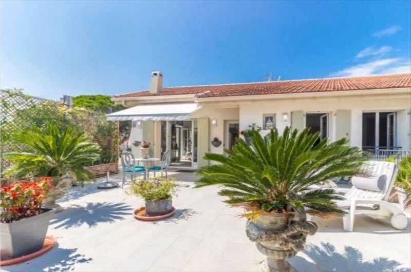 Deluxe sale house / villa Cannes la bocca 795 000€ - Picture 2