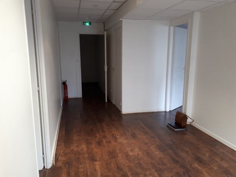 Location local commercial Annecy 586€ CC - Photo 2
