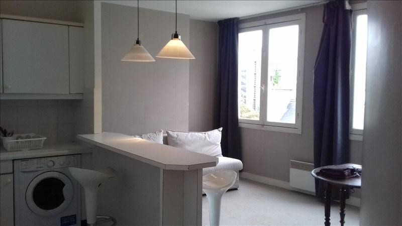 Location appartement Paris 7ème 1 150€ CC - Photo 1