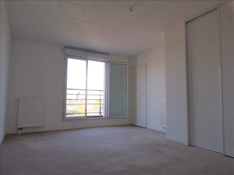 Rental apartment Montigny le bretonneux 922€ CC - Picture 4