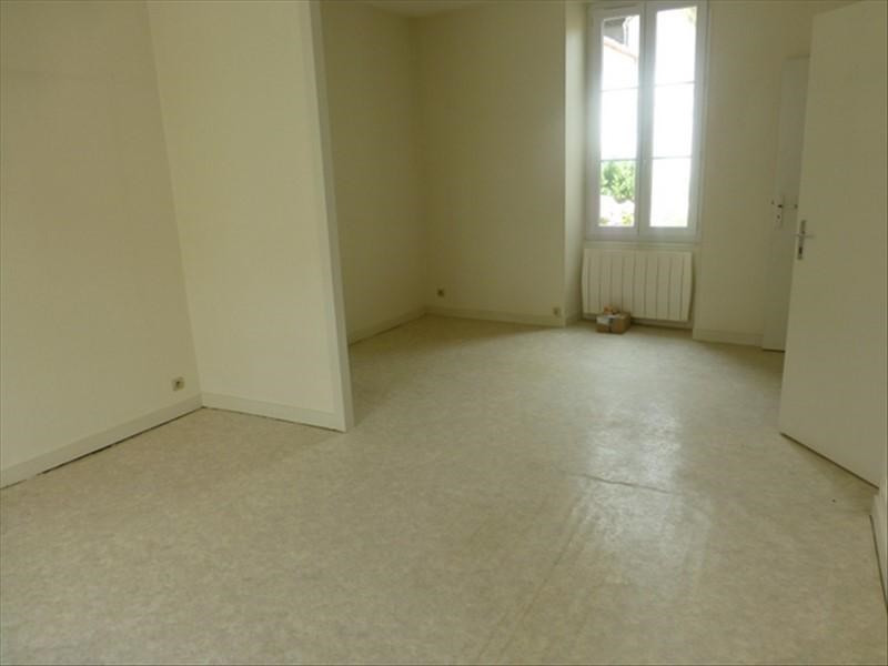 Rental apartment St jean d angely 450€ CC - Picture 4