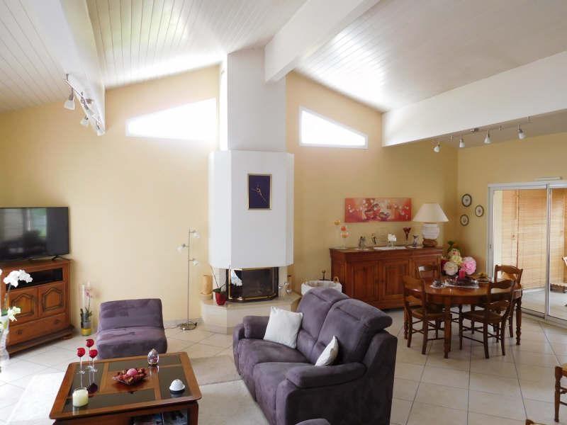Sale house / villa St seurin sur l isle 299000€ - Picture 2