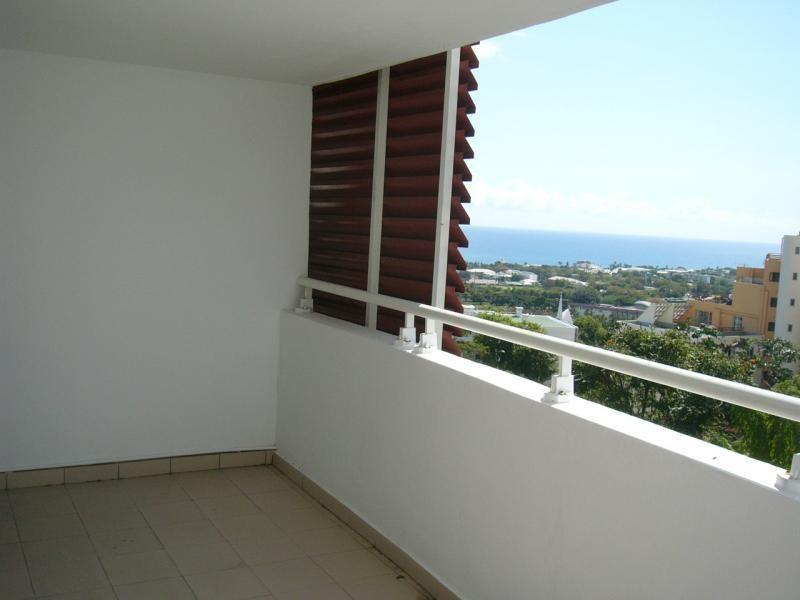 Rental apartment St denis camelias 630€ CC - Picture 8