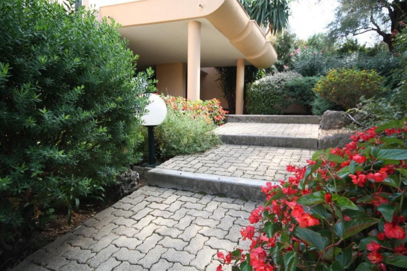 Location appartement Antibes 960€ CC - Photo 7