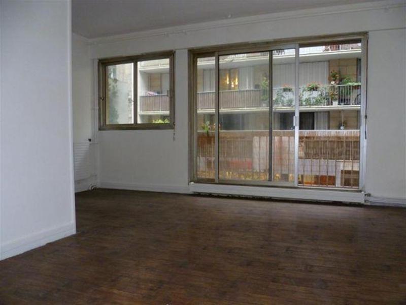 Location appartement Paris 18ème 1080€ CC - Photo 1